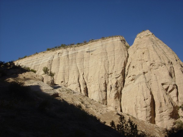 Angular unconformity in Peralta Tuff